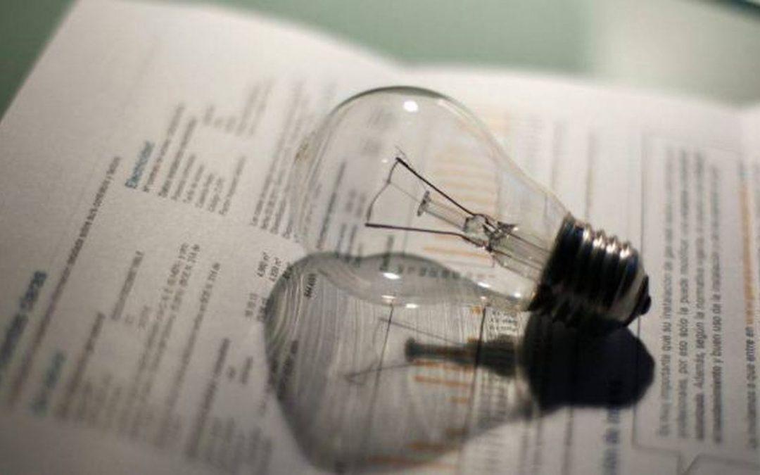 España se enfrenta al año con el precio de la luz más elevado en una década.